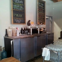 รูปภาพถ่ายที่ Monkish Brewing Co. โดย Lily V. เมื่อ 9/14/2012