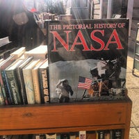 Das Foto wurde bei Second Story Books von Isa L. am 1/4/2013 aufgenommen
