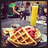 Foto diambil di Shaw's Tavern oleh Laetitia B. pada 7/28/2013