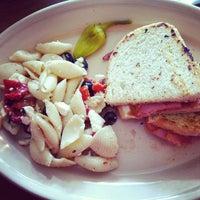 Foto tomada en Cafe Strudel por Kimmee A. el 9/21/2012