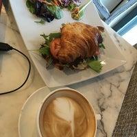 3/10/2018 tarihinde Takako K.ziyaretçi tarafından Rosallie French Cafe'de çekilen fotoğraf