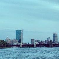 รูปภาพถ่ายที่ Charles River โดย Qasim R. เมื่อ 10/19/2013