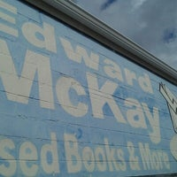 Foto scattata a Edward McKay Used Books da Jenard M. il 10/18/2012