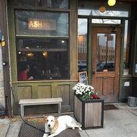 Foto scattata a Ashbox Cafe da Kat E. il 11/12/2014
