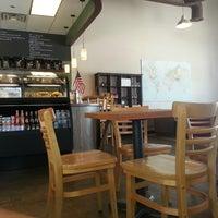Foto tirada no(a) Roots Coffeehouse por Brandon R. em 7/5/2014