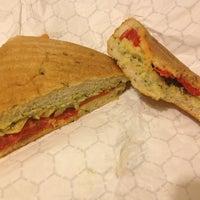 รูปภาพถ่ายที่ Clementine Bakery โดย Michelle Wendy เมื่อ 4/16/2013