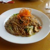 Снимок сделан в Tuptim Thai Cuisine пользователем Young-il C. 6/1/2013