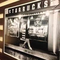 Das Foto wurde bei Starbucks von Flávio N. am 4/13/2013 aufgenommen