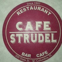 Foto tomada en Cafe Strudel por Ian R. el 10/15/2012