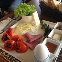 2/10/2013에 Halid uzun님이 KA'hve Café & Restaurant에서 찍은 사진