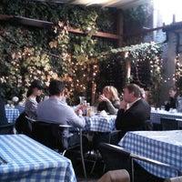 10/20/2012 tarihinde Lito K.ziyaretçi tarafından Megan's'de çekilen fotoğraf