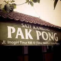 Foto diambil di Sate Klathak Pak Pong Asli oleh mandella m. pada 1/6/2013