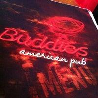 Foto tirada no(a) Buddies Burger & Beer por Paulo B. em 10/28/2012