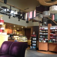 Foto tirada no(a) Starbucks por Edivan L. em 11/18/2012
