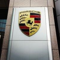 7/13/2013 tarihinde tomchin z.ziyaretçi tarafından Porsche Center Ginza / ポルシェセンター銀座'de çekilen fotoğraf