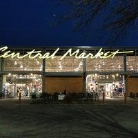 Foto scattata a Central Market da David C. il 2/27/2013