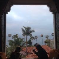 Снимок сделан в La Valencia Hotel пользователем Kehau L. 6/19/2013