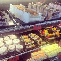 Foto scattata a Argentina Bakery da Jessica L. il 4/18/2014
