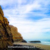 Das Foto wurde bei Torrey Pines State Beach von Phoebe C. am 4/10/2014 aufgenommen