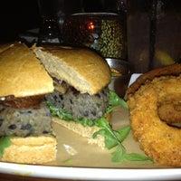 รูปภาพถ่ายที่ Cowbell Burger & Bar โดย Kathryn P. เมื่อ 6/27/2013
