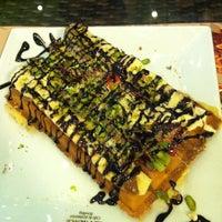 รูปภาพถ่ายที่ Palace Cafe Restaurant & Bowling โดย Çağla B. เมื่อ 2/24/2013