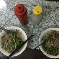 10/28/2017 tarihinde oduziyaretçi tarafından Phở Thìn Bờ Hồ'de çekilen fotoğraf