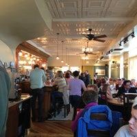 4/12/2013 tarihinde Leslie E.ziyaretçi tarafından Ward 6 Food & Drink'de çekilen fotoğraf