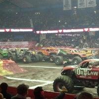 2/9/2013 tarihinde Bonnie K.ziyaretçi tarafından Allstate Arena'de çekilen fotoğraf