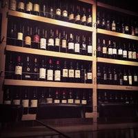 Foto tomada en 1313 Main - Restaurant and Wine Bar por Ashley M. el 5/26/2013