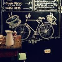 Снимок сделан в La Bicicleta Café пользователем Patrick P. 1/18/2013