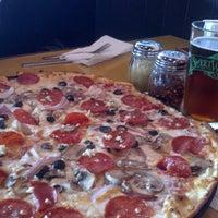 2/19/2013 tarihinde Alejandro P.ziyaretçi tarafından Cameli's Gourmet Pizza Joint'de çekilen fotoğraf
