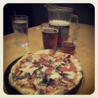 3/15/2013 tarihinde SQ D.ziyaretçi tarafından Cameli's Gourmet Pizza Joint'de çekilen fotoğraf
