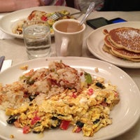 Foto scattata a The Flame Restaurant da Anastasia M. il 5/11/2013
