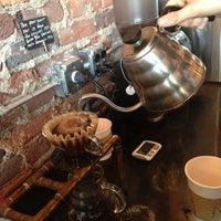 12/1/2012 tarihinde Cat B.ziyaretçi tarafından Eighth & Roast'de çekilen fotoğraf