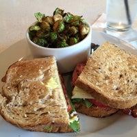 Foto diambil di The Daily Kitchen & Bar oleh Tolson M. pada 10/9/2013