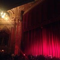 Foto tirada no(a) The Chicago Theatre por Mauricio C. em 12/7/2012