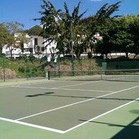 Foto tomada en Canchas de Tenis Cumbres por Francis N. el 8/3/2014