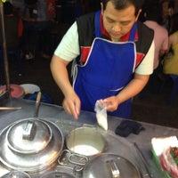 Foto tomada en ChangPhuak Night Market por วาฬ ช. el 12/30/2013