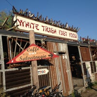 10/3/2014 tarihinde Deniz D.ziyaretçi tarafından White Trash Fast Food'de çekilen fotoğraf
