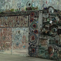 Foto tirada no(a) Philadelphia's Magic Gardens por Imani M. em 3/11/2013