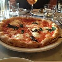 Foto tomada en Pizzeria Locale por Megan B. el 3/16/2013
