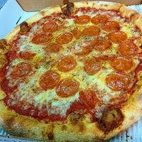 Снимок сделан в MamaDellas N.Y. City Pizzeria пользователем J. B. 10/10/2014