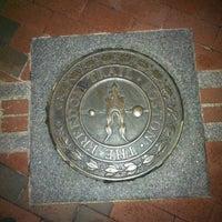 Foto tirada no(a) Boston Massacre Monument por Wendy B. em 10/7/2012