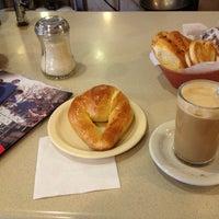 Foto tomada en Café de Carlo por Angel M. el 5/15/2013