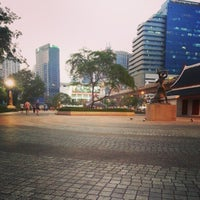 Foto scattata a Benchasiri Park da Thiti K. il 2/13/2013