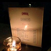 Photo prise au UMBRA Bar & Lounge par Ari W. le9/16/2014
