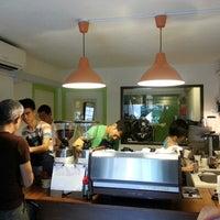 Foto tirada no(a) Nylon Coffee Roasters por Kelvin em 2/17/2013