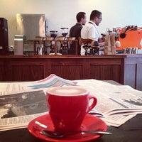 Foto tomada en Café Grumpy por Dylan V. el 9/13/2013
