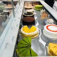 Das Foto wurde bei Lady M Cake Boutique von Jaff T. am 8/27/2018 aufgenommen