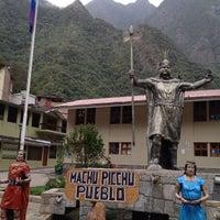 Foto tomada en Plaza de Armas de Aguas Calientes por Deborah S. el 10/7/2012